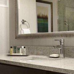 Отель Hilton New York JFK Airport США, Нью-Йорк - отзывы, цены и фото номеров - забронировать отель Hilton New York JFK Airport онлайн ванная