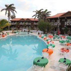 Отель Mangos Boutique Beach Resort бассейн