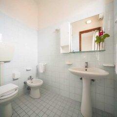 Отель Rinaldi Hotel Италия, Римини - отзывы, цены и фото номеров - забронировать отель Rinaldi Hotel онлайн ванная фото 2
