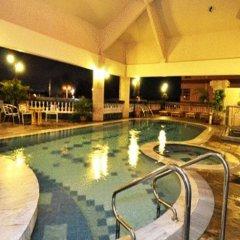 Mulia Hotel бассейн