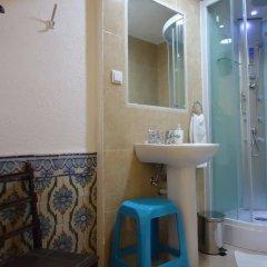 Отель Pensão Aljubarrota Португалия, Лиссабон - 1 отзыв об отеле, цены и фото номеров - забронировать отель Pensão Aljubarrota онлайн ванная