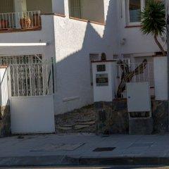 Отель Apartaments La Riera Испания, Курорт Росес - отзывы, цены и фото номеров - забронировать отель Apartaments La Riera онлайн парковка