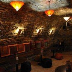 Отель Albergue Mora de Nuei гостиничный бар фото 4