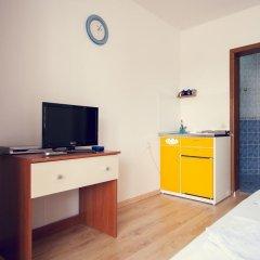 Отель Lyon Apartments Черногория, Будва - отзывы, цены и фото номеров - забронировать отель Lyon Apartments онлайн удобства в номере фото 2