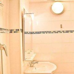 Отель Hôtel Résidence De Bruxelles Франция, Париж - 1 отзыв об отеле, цены и фото номеров - забронировать отель Hôtel Résidence De Bruxelles онлайн ванная фото 2
