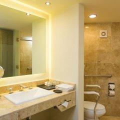 Отель Sheraton Buganvilias Resort & Convention Center ванная фото 2