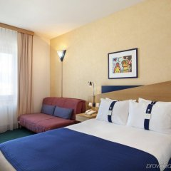 Отель Holiday Inn Express Geneva Airport комната для гостей фото 2