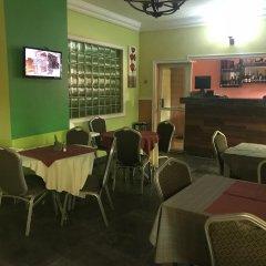 Отель Richmond Hills Suites Энугу гостиничный бар
