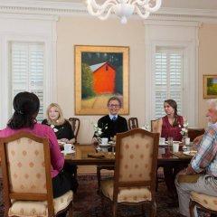 Отель Embassy Circle Guest House интерьер отеля фото 2