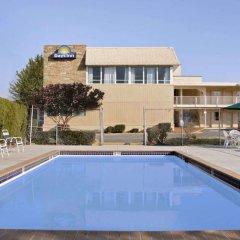 Отель Days Inn Arlington США, Арлингтон - отзывы, цены и фото номеров - забронировать отель Days Inn Arlington онлайн бассейн фото 3