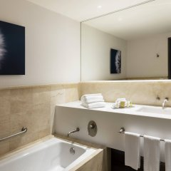 Отель Doubletree By Hilton Mexico City Santa Fe Мехико ванная