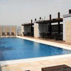 Отель Tulip Inn Sharjah ОАЭ, Шарджа - 9 отзывов об отеле, цены и фото номеров - забронировать отель Tulip Inn Sharjah онлайн бассейн фото 2