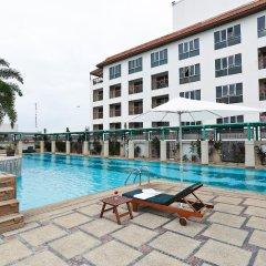 Отель Ravipha Residences бассейн