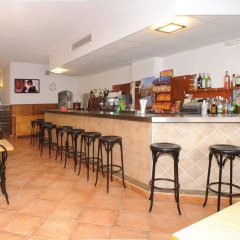 Отель Hostal Montaña Испания, Сан-Антони-де-Портмань - отзывы, цены и фото номеров - забронировать отель Hostal Montaña онлайн гостиничный бар