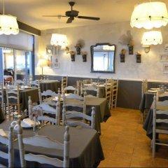 Отель Hostal Restaurant Sa Malica Бланес питание