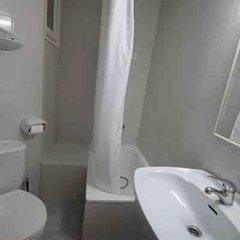 Отель Apartaments Estudis Els Molins Испания, Курорт Росес - отзывы, цены и фото номеров - забронировать отель Apartaments Estudis Els Molins онлайн ванная фото 2