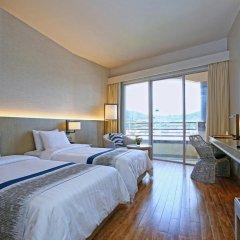 Отель The Royal Paradise Hotel & Spa Таиланд, Пхукет - 4 отзыва об отеле, цены и фото номеров - забронировать отель The Royal Paradise Hotel & Spa онлайн комната для гостей фото 3