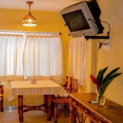 Отель Bungalows La Madera Мексика, Сиуатанехо - отзывы, цены и фото номеров - забронировать отель Bungalows La Madera онлайн питание