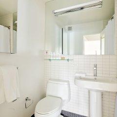 Отель Charming Midtown East Suites by Sonder ванная