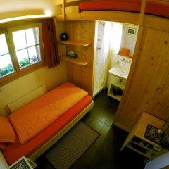 Отель Chalet Weidhaus Ferienwohnung & Zimmer сейф в номере