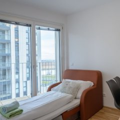 Апартаменты FeelGood Apartments Seestadt Green Living Вена комната для гостей фото 2