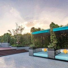 Отель Holiday Inn Express Bangkok Soi Soonvijai бассейн фото 2