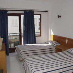 Отель Hostal Gami сейф в номере