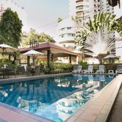 Отель Stable Lodge бассейн