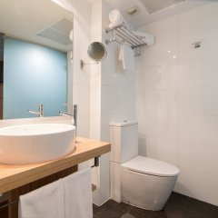 Отель Petit Palace Alcalá ванная