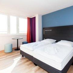 Отель A&O Prague Rhea сейф в номере