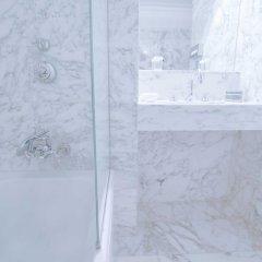 Отель Lancaster Paris Champs-Elysées Франция, Париж - 1 отзыв об отеле, цены и фото номеров - забронировать отель Lancaster Paris Champs-Elysées онлайн ванная