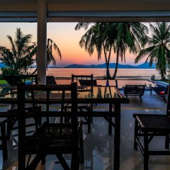 Отель On The Beach Villa by Lofty гостиничный бар