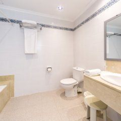 Отель Globales Cala´n Blanes ванная фото 2
