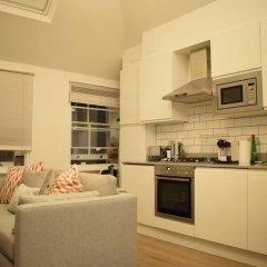 Отель 1 Bedroom Covent Garden Flat Sleeps 4 в номере