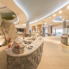 Отель Crest Resort & Pool Villas питание фото 3