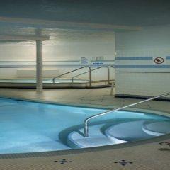 Отель Royal Scot Hotel & Suites Канада, Виктория - отзывы, цены и фото номеров - забронировать отель Royal Scot Hotel & Suites онлайн бассейн фото 3
