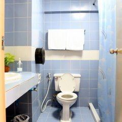 Отель OYO 845 L.A.Tower Hotel Таиланд, Бангкок - отзывы, цены и фото номеров - забронировать отель OYO 845 L.A.Tower Hotel онлайн ванная фото 2
