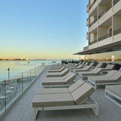 Отель Alua Hawaii Ibiza Испания, Сан-Антони-де-Портмань - отзывы, цены и фото номеров - забронировать отель Alua Hawaii Ibiza онлайн пляж фото 2