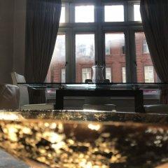 Апартаменты Suitely Trafalgar Square Luxury Apartment Лондон гостиничный бар