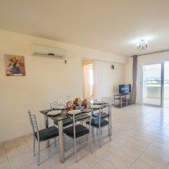 Отель Konnos 2 Bedroom Apartment Кипр, Протарас - отзывы, цены и фото номеров - забронировать отель Konnos 2 Bedroom Apartment онлайн комната для гостей фото 2