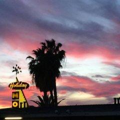 Отель Holiday Lodge США, Лос-Анджелес - отзывы, цены и фото номеров - забронировать отель Holiday Lodge онлайн балкон
