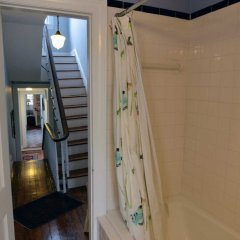 Отель Historic Capitol Stay Steps To World Power 5 Bedroom Home Вашингтон ванная фото 2