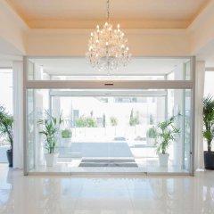 Отель Vrissiana Beach Hotel Кипр, Протарас - 1 отзыв об отеле, цены и фото номеров - забронировать отель Vrissiana Beach Hotel онлайн интерьер отеля