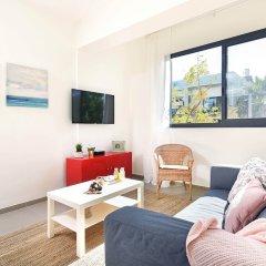 Отель Renovated & Sunny Apt W 3BR 3 Bathrooms Тель-Авив комната для гостей фото 5