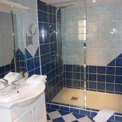 Отель Les Logis Du Roy Франция, Сент-Эмильон - отзывы, цены и фото номеров - забронировать отель Les Logis Du Roy онлайн ванная