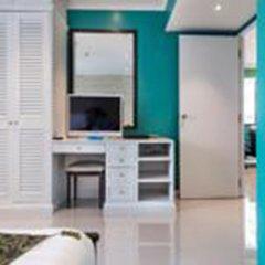 Отель Omni Tower Syncate Suites Бангкок комната для гостей