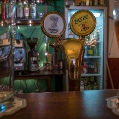 Отель Clown and Bard Hostel Чехия, Прага - отзывы, цены и фото номеров - забронировать отель Clown and Bard Hostel онлайн гостиничный бар
