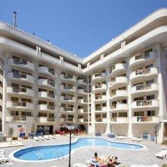Hotel Salou Beach by Pierre & Vacances бассейн