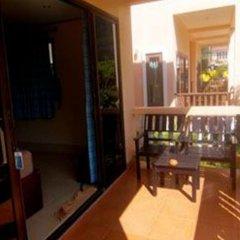 Отель Lanta Bee Garden Bungalow Таиланд, Ланта - отзывы, цены и фото номеров - забронировать отель Lanta Bee Garden Bungalow онлайн балкон