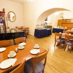 Отель Modra ruze Чехия, Прага - 10 отзывов об отеле, цены и фото номеров - забронировать отель Modra ruze онлайн питание фото 3